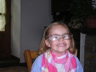 13juill08-Une Neel a lunette !